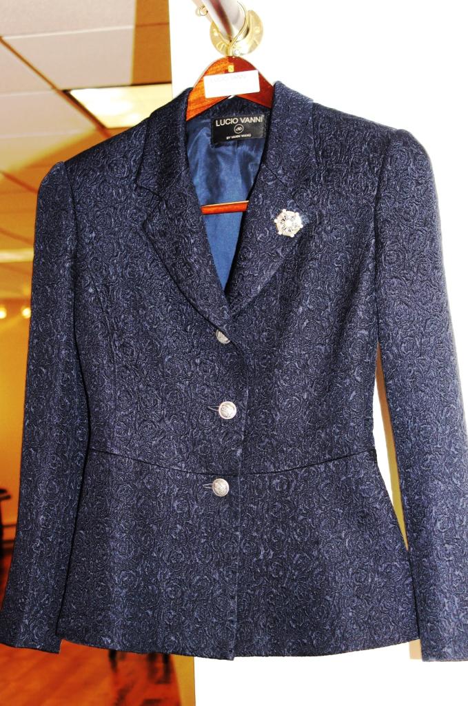 Deb at LVcustom-suit -015